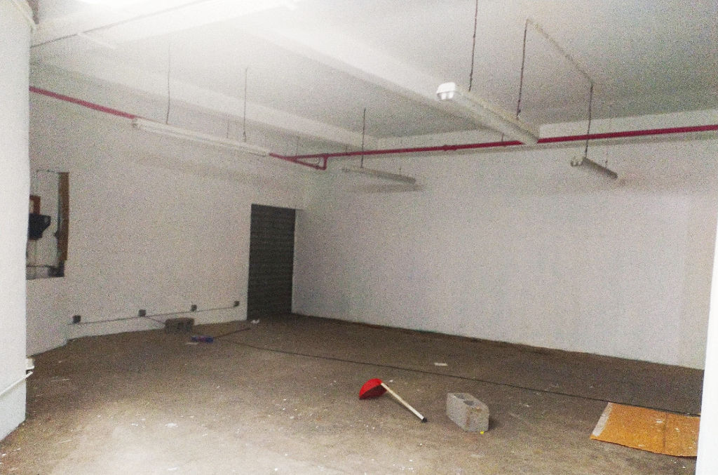 CENTRE TAMPON Local  361 m² grand parking 2/3