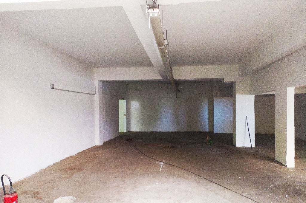 CENTRE TAMPON Local  361 m² grand parking 3/3